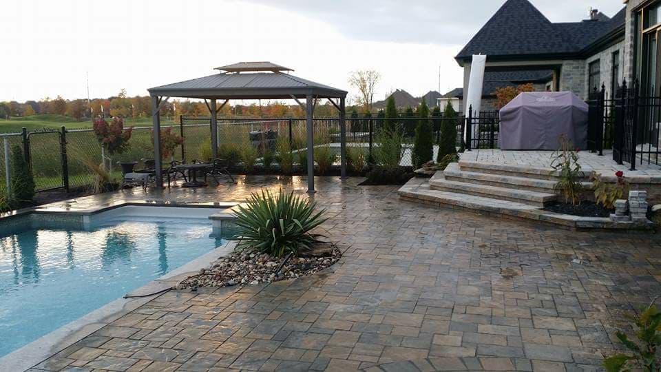 Pavé bordure de piscine - Les aménagement KPA situé à Beloeil sur la Rive Sud de Montréal